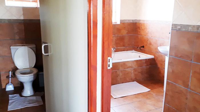 chalet bathroom rietvlei