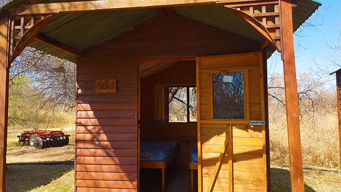 rust de winter wooden cabin